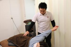 梅田駅徒歩圏内中津だるま整骨院の肩こりマッサージ整体の肩甲骨の施術