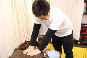 梅田駅徒歩圏内中津だるま整骨院の頭痛マッサージ写真