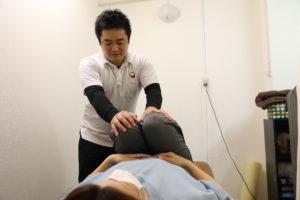 梅田駅徒歩圏内中津だるま整骨院の腰痛マッサージ整体の痛みチェック
