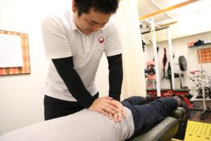 梅田駅徒歩圏内中津のだるま整骨院の骨盤矯正の写真