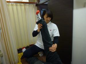 梅田駅徒歩圏内中津だるま整骨院の腰痛マッサージ整体のお尻施術写真
