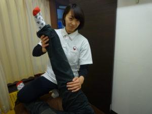 梅田駅徒歩圏内中津だるま整骨院のスポーツ整体の可動域訓練